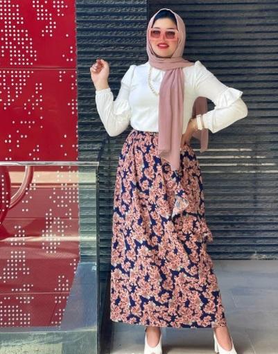 تنورة بنقشة الورود المطبعة من أمنية الجعفري الصورة من حسابها على إنستجرام
