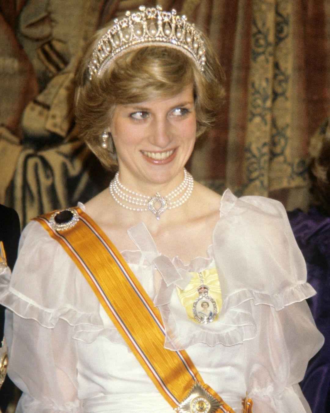 الأميرة ديانا مرتدية عقد اللؤلؤ والماس الفاخر