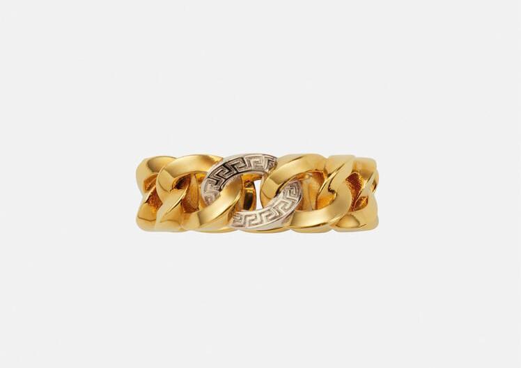 خاتم السلسلة الذهبية من علامة فيرساتشي Versace