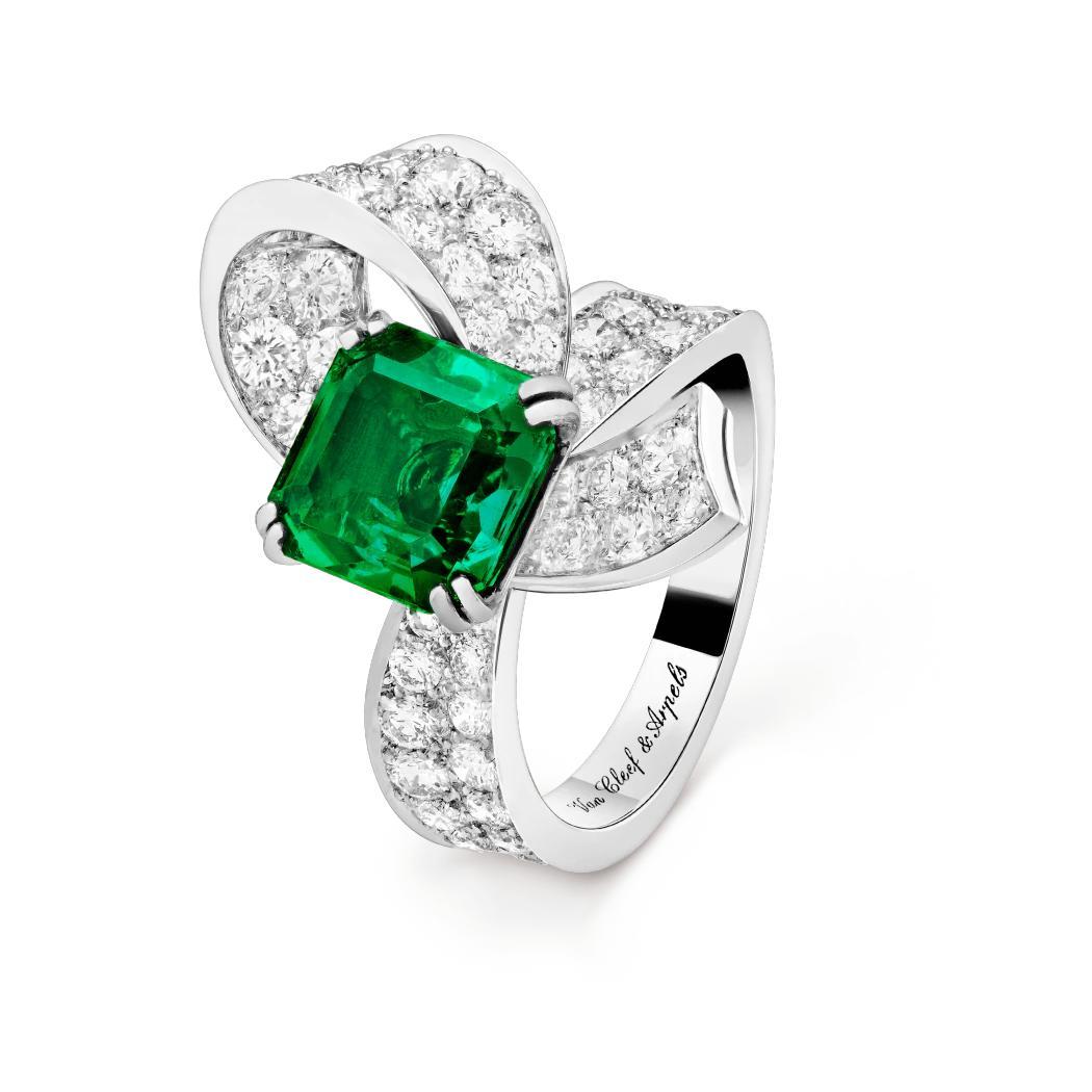 خاتم السوليتير بوكل من فان كليف أند آربلز Van Cleef & Arpels