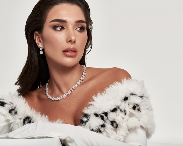 مؤثرة الموضة مرام زبيدة بمجوهرات من دار معوض Mouawad