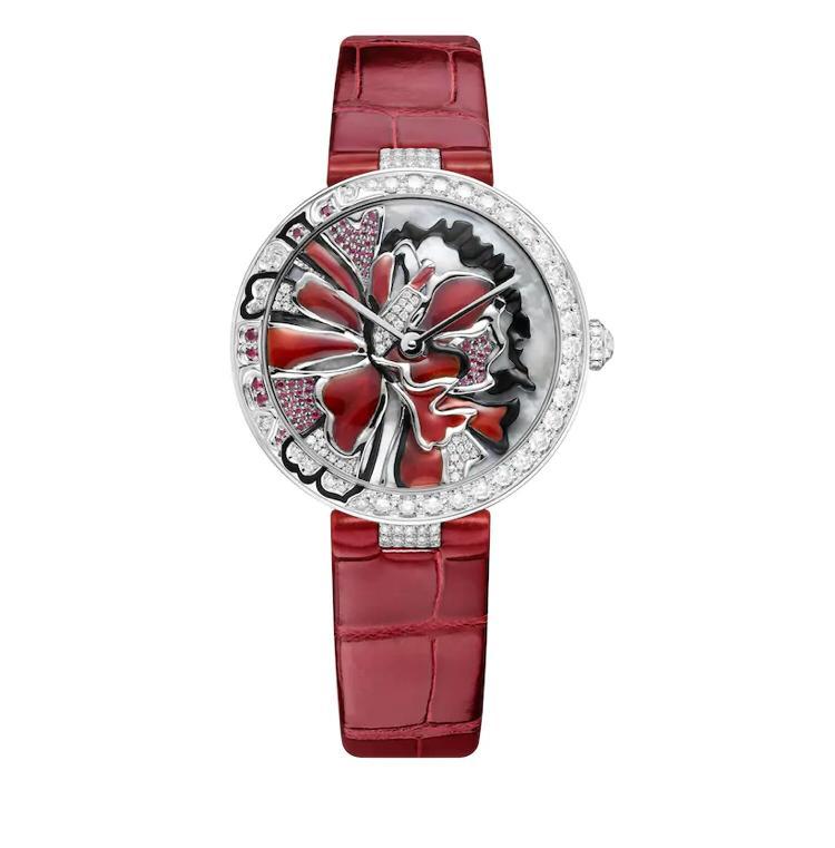 ساعة مرصعة بالحجر الأحمر من شوميه Chaumet
