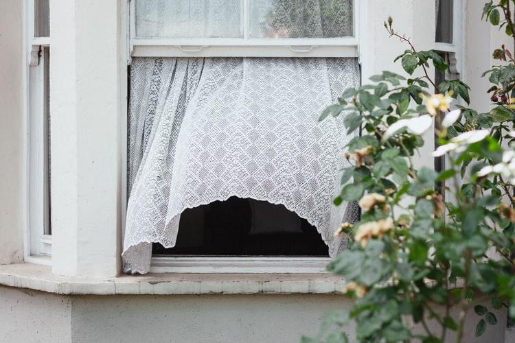 اغلقي النوافذ عندما يكون الهواء محملاً بالأتربة والغبار