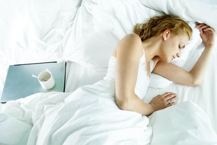 النوم الجيد في الليل يخفف من وتيرة القلق