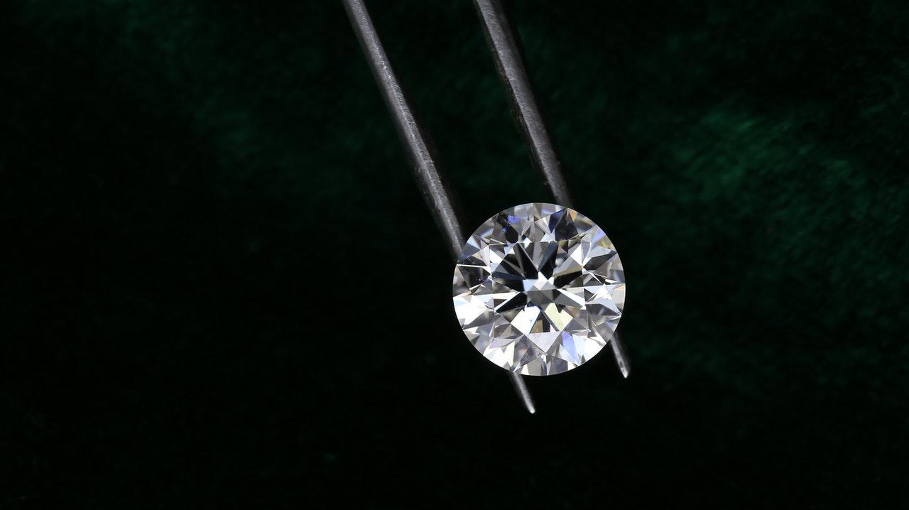 دبي تعزز مكانتها في تجارة الماس