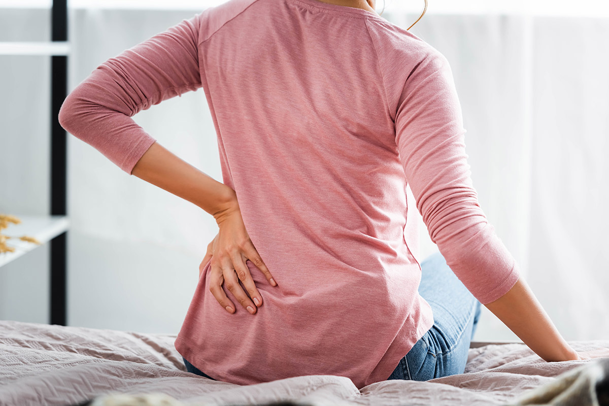 من الشائع حدوث ألم في الظهر أثناء الرضاعة الطبيعية