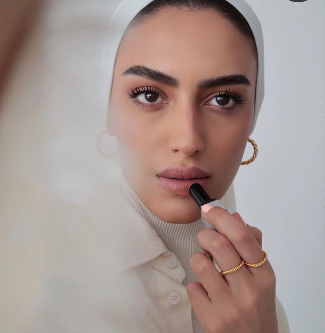 المكياج الترابي الناعم من يارا النملة -الصورة من حسابها على الانستغرام