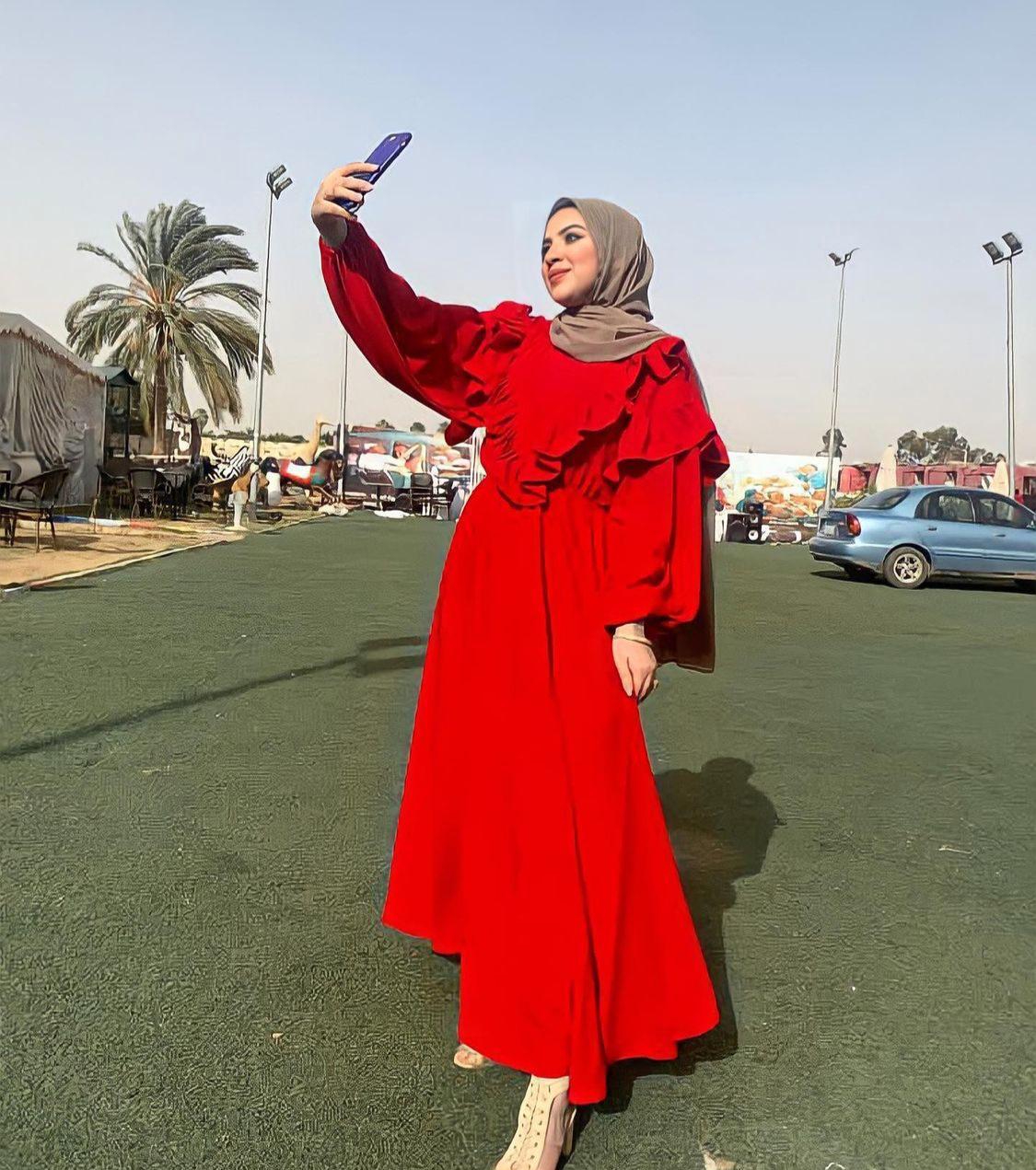 ندى خالد بفستان احمر من القطن -الصورة من حسابها على الانستغرام