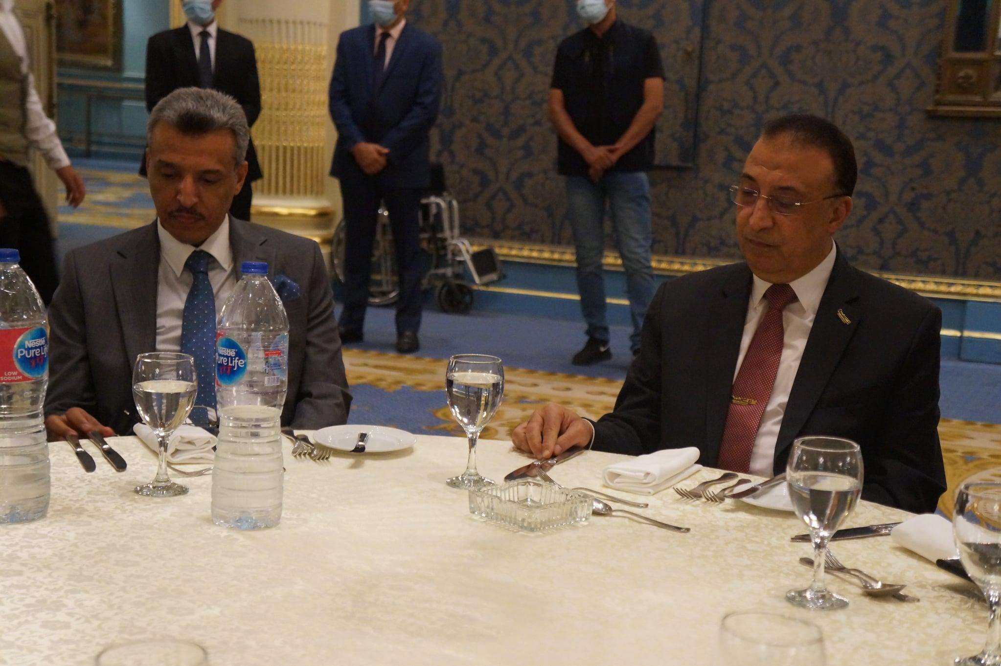 السفير يوسف بن صالح القهرة  مع محافظ الإسكندرية  - من فيس بوك الغرفة التجارية بالإسكندرية