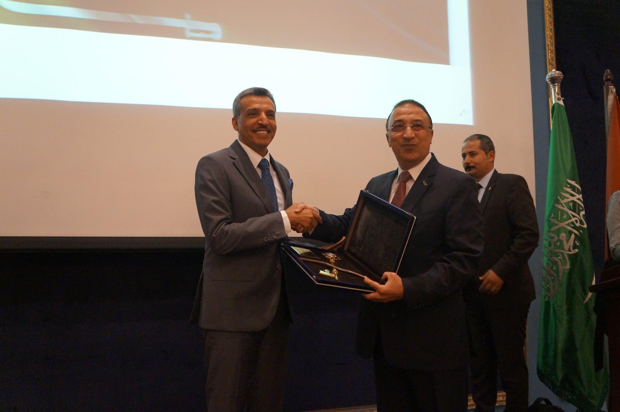 محافظ الإسكندرية يكرم السفير يوسف بن صالح القهرة  - من فيس بوك الغرفة التجارية بالإسكندرية