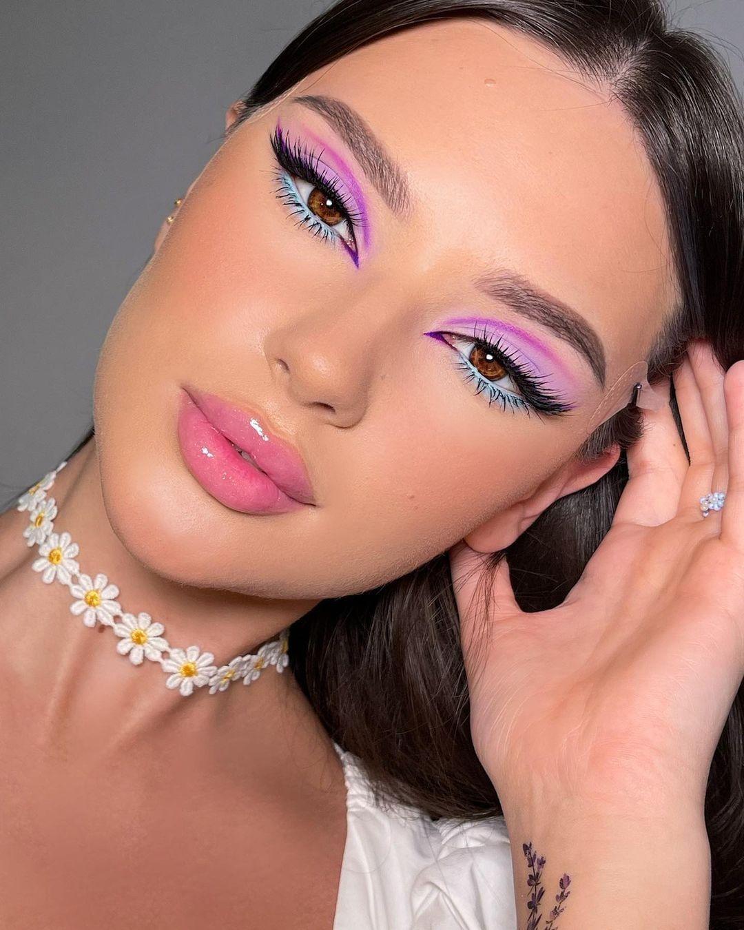 مكياج وردي وبنفسجي - الصورة من صفحة Ecole maquillage Peyrefitte على إنستقرام