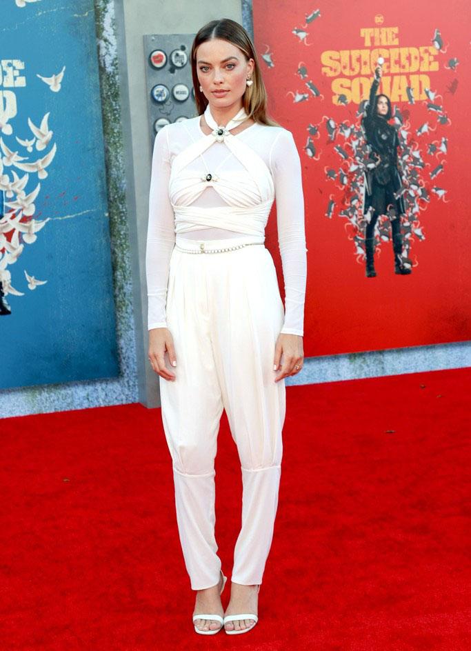 مارغو روبي ترتدي صيحة cutout على طريقتها الصورة من حساب النجمة على انستغرام