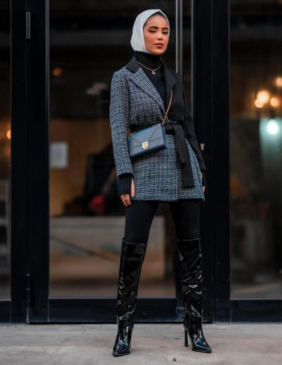 سارة الدهيم بأزياء سوداء في الشتاء