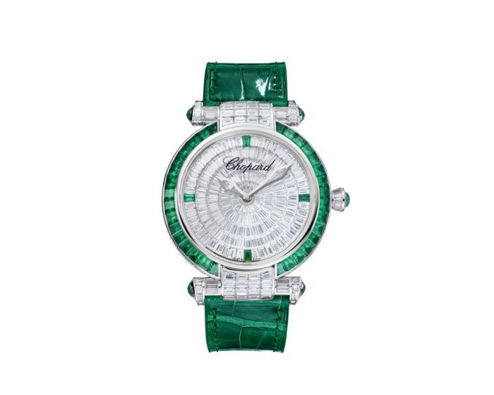 ساعة من الزمرد الأخضر والجلد من Chopard