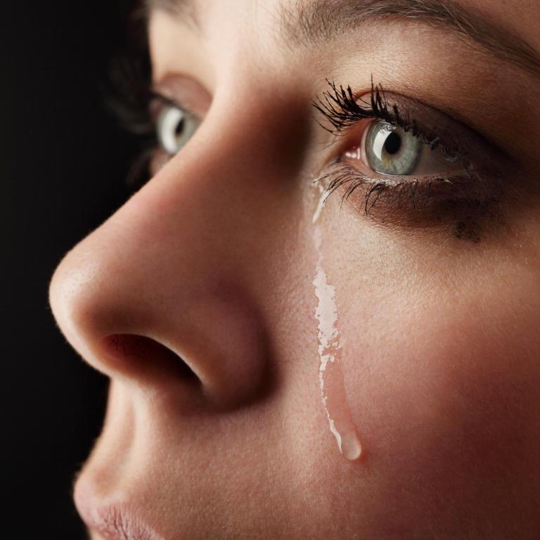 """البكاء في المنام """" للعزباء و المتزوجة والحامل والأرملة والمطلقة """".. تعرف على اهم التفسيرات"""