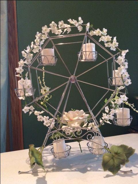 باقات الورود على طاولات الضيوف