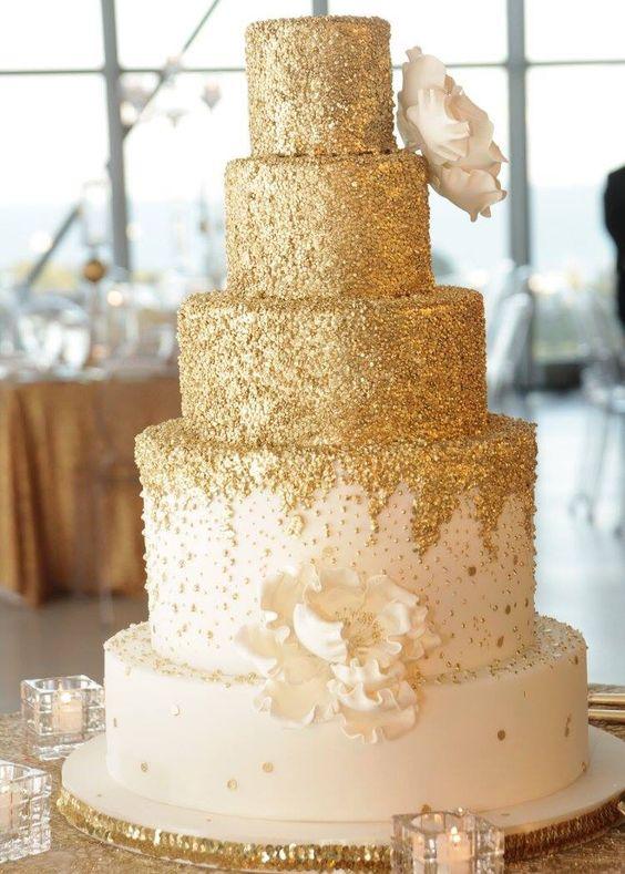 كيك زفاف باللون البرونزي