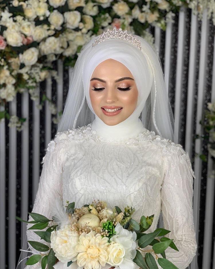 لفة الحجاب  مع التاج وطرحة الزفاف