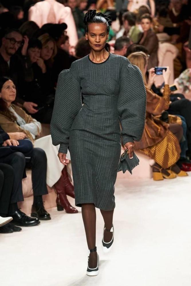فستان من فندي
