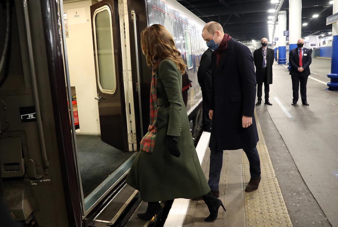 الأمير ويليام وكيت ميدلتون انطلقا بالقطار الملكي يوم الأحد