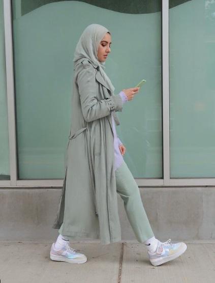 معطف باللون الأخضر الباستيل من سمر البرشا