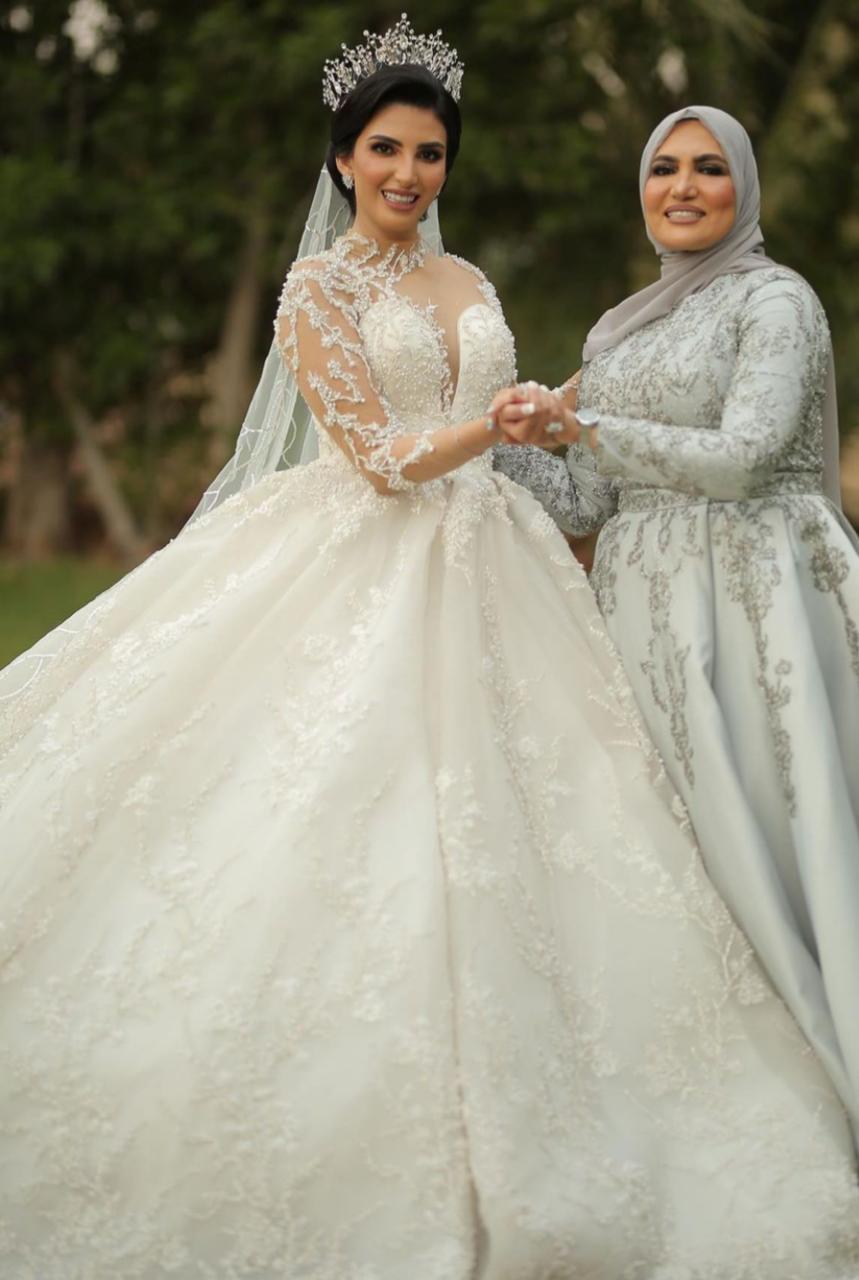 فساتين زفاف باللون الأبيض