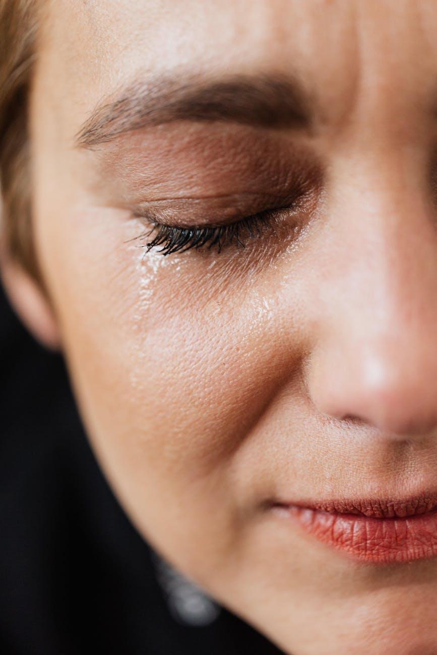 فوائد الدموع للبشرة