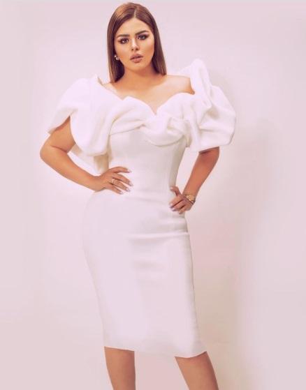 هنادي مهنا بفستان أبيض قصير