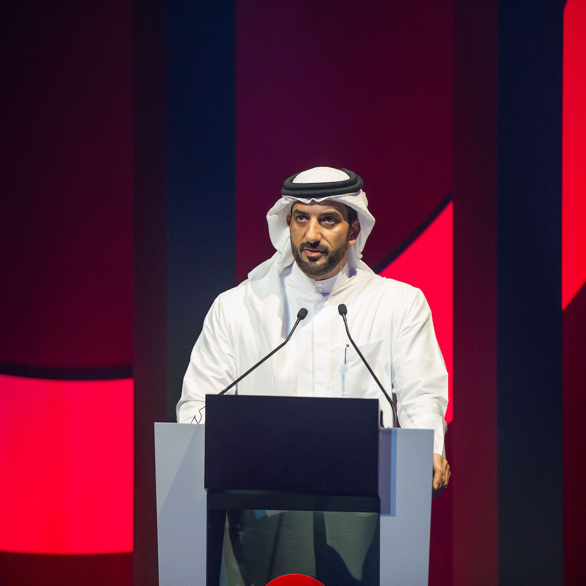  الشيخ سلطان بن أحمد القاسمي خلال حفل الختام  