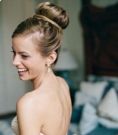 تسريحة الباليرينا للعروس مع الغرة الجانبية