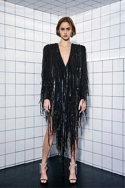 فستان سهرة أسود من الترتر والشراريب من أليكساندر فوتييه Alexandre Vauthier