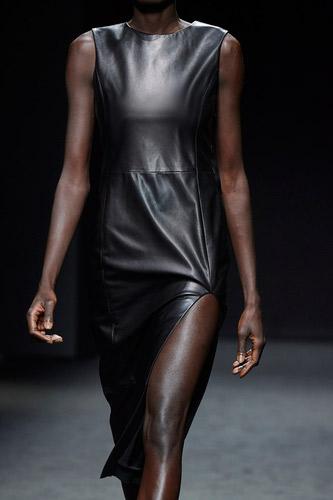 فستان أسود ميدي من Drome