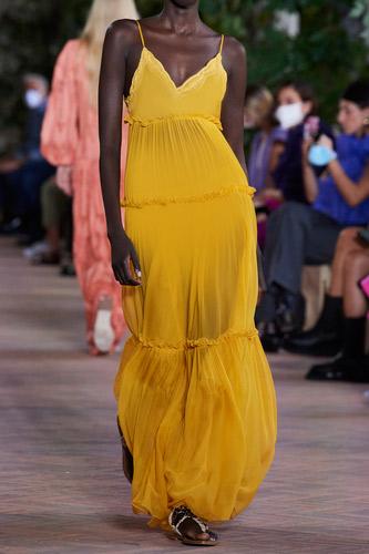 فستان أصفر طويل فضفاض من Alberta Ferretti