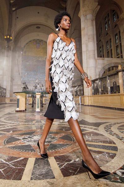 فستان ميدي بالشراريب من كارولينا هيريرا Carolina Herrera