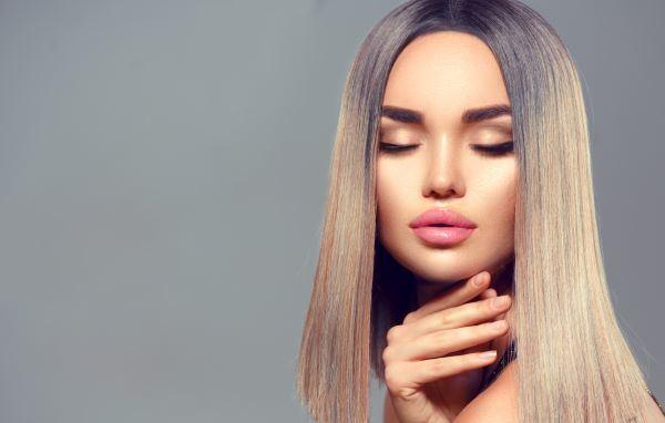تّعد صبغة شعر أشقر رمادي من أكثر ألوان صبغات الشعر رواجًا للعام 2021