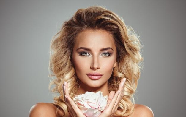 صبغة شعر أشقر فاتح بأسلوب الباستيلاج لإطلالة أكثر جمالًا وسحرًا