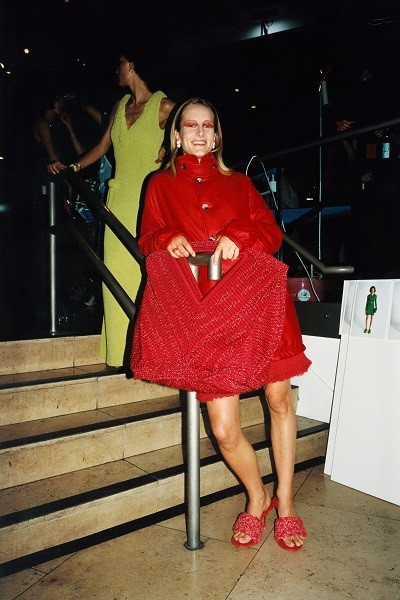 صندل ميول باللون الأحمر من بوتيغا فينيتا Bottega Veneta