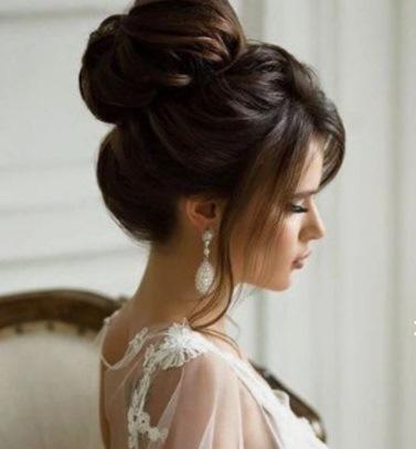 تسريحة الباليرينا للعروس مع البف والغرة الجانبية