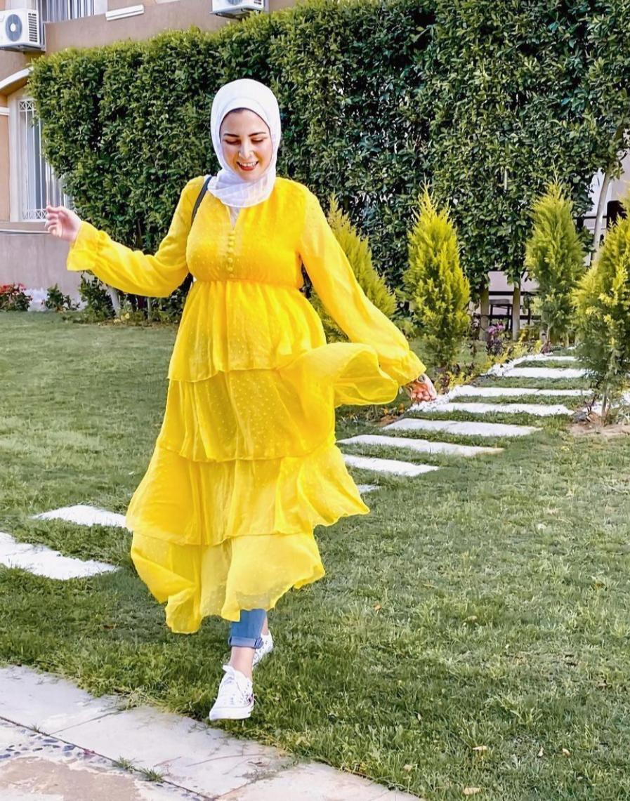 جهاد البنا بفستان ميدي للربيع