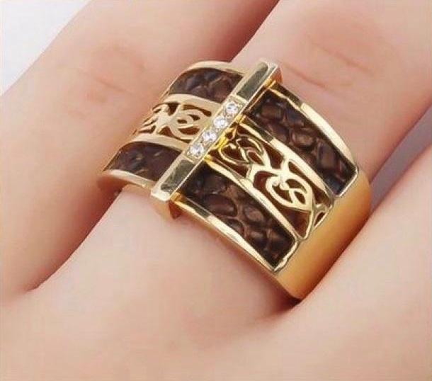 خاتم من المصممة هاجر الغامدي