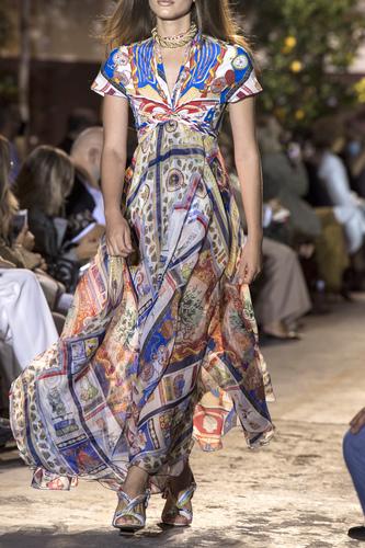 فستان ملون طويل فضفاض من Etro