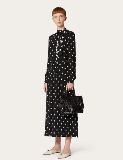 فستان منقط طويل من فالنتينو