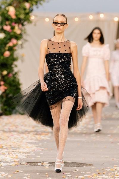 فستان سهرة قصير من الترتر والكشاكش من شانيل Chanel