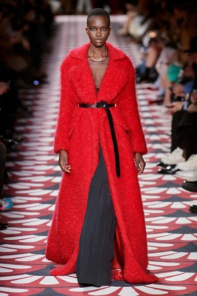 معطف أحمر بحزام أسود من ميوميو Miu Miu