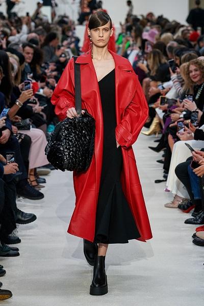 معطف جلد أحمر من فالنتينو Valentino
