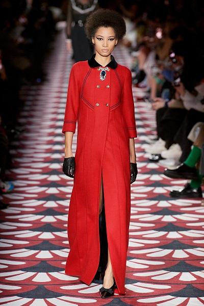 معطف ماكسي باللون الأحمر من ميوميو Miu Miu