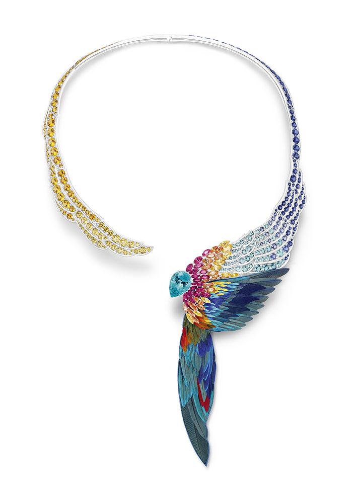 قلادة من مجموعة Wings Of Light لدار بياجيه Piaget