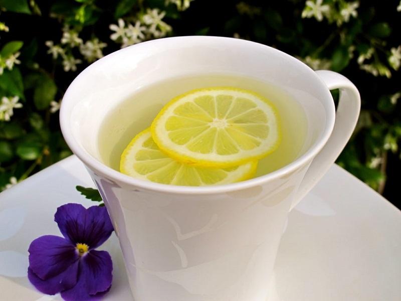 الماء الساخن والليمون مفيد ولكن؟