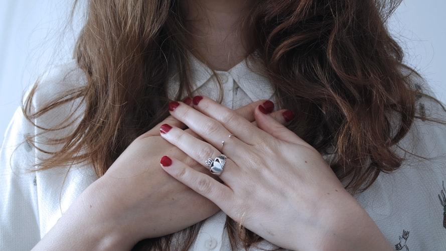 ضربات القلب السريعة من أعراض نوبات الهلع