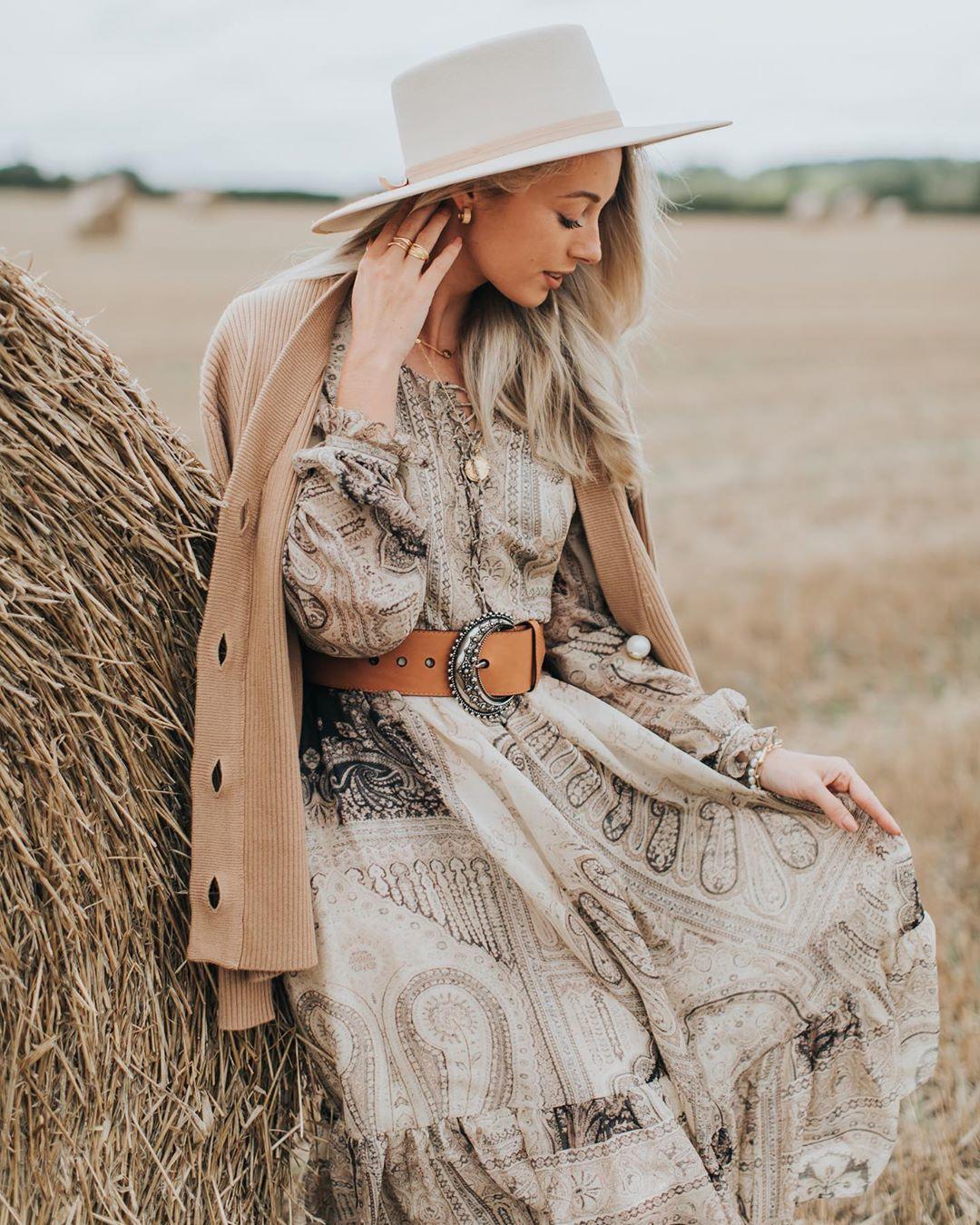 الفستان الواسع مع حزام أعلى الخصر